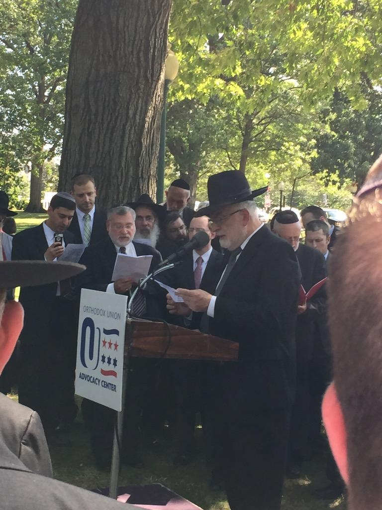 Rabbi Schachter leading a recitation of psalms.