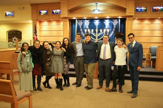 Paramus - Teens From right to left, Hisoriri volunteers Eliyahu Ebrani, Moshe Kurtz, Yoni Kornblau, Irene Razi, Racheli Shafier and Ruthie Klein take a post-shabbos photo with a few of the teenagers that attended their afternoon Hisoriri learning program for Congregation Beth Tefillah of Paramus, New Jersey.