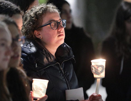 Holding vigil for Pittsburgh victims