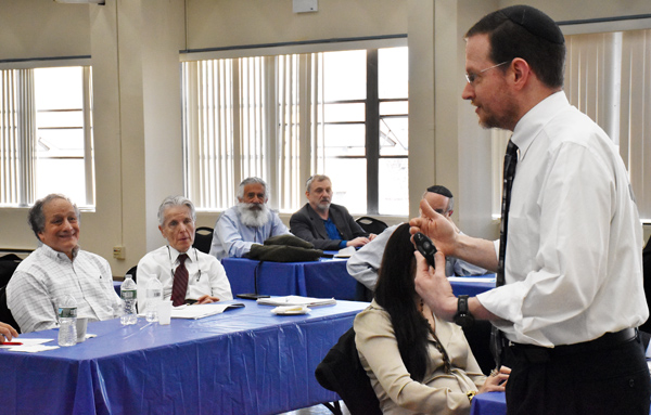 Dr. Noam Wasserman teaching faculty