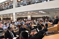 Rabbi Dr. Ari Berman speaks to a large crowd in the Beit Midrash.