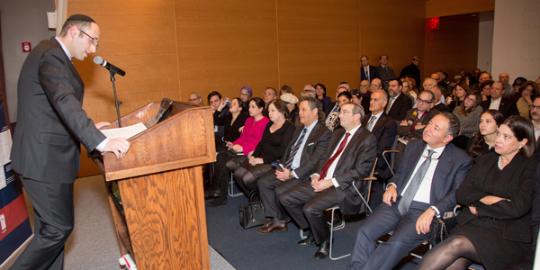 Meir Soloveitchik at the lectern